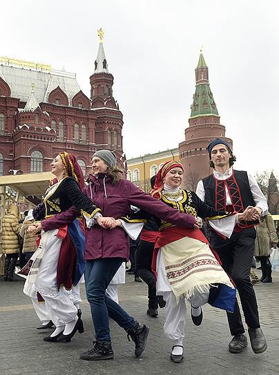 На Манежной площади можно будет поиграть в традиционные народные игры и станцевать народные танцы