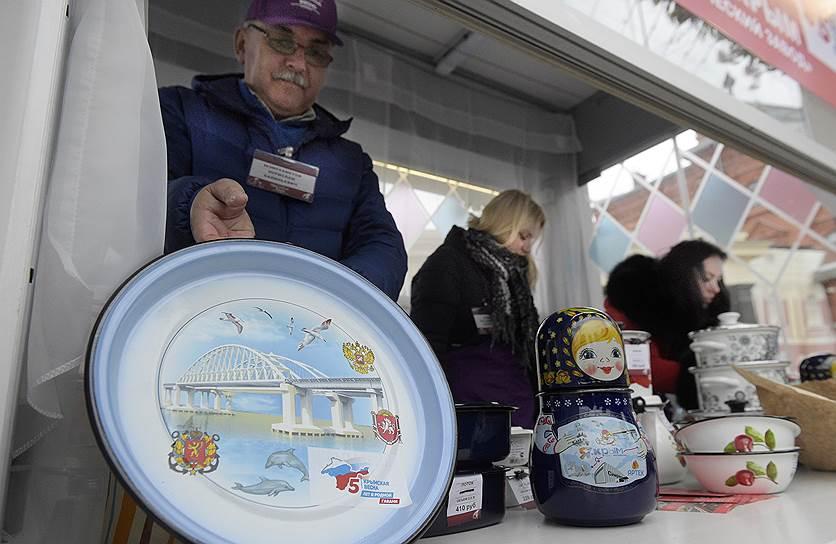 Посетители фестиваля также смогут приобрести различные сувениры