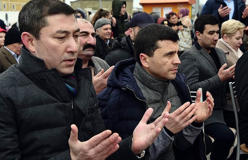 Заместитель председателя комитета Госдумы РФ по делам национальностей Руслан Бальбек (в центре) во время фестиваля