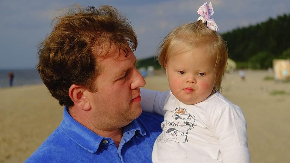Первый заместитель генерального директора компании Mail.ru Group Дмитрий Сергеев с дочкой Верой