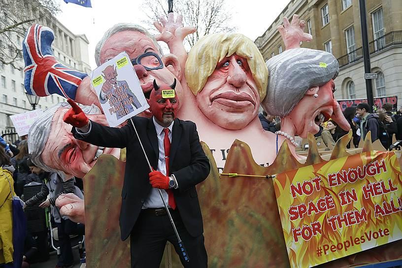 Карикатуры на премьер-министра Великобритании Терезу Мэй и консервативных политиков Бориса Джонсона и Майкла Гоува