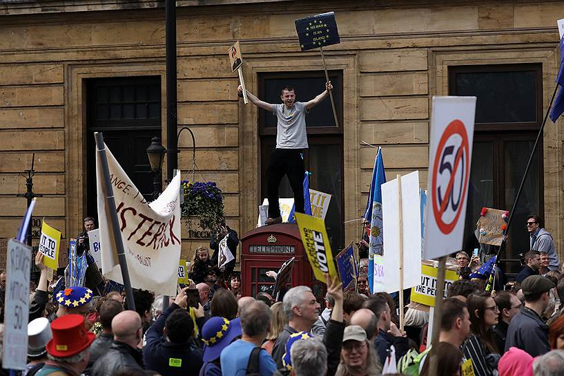 Демонстранты на марше против «Брексита»