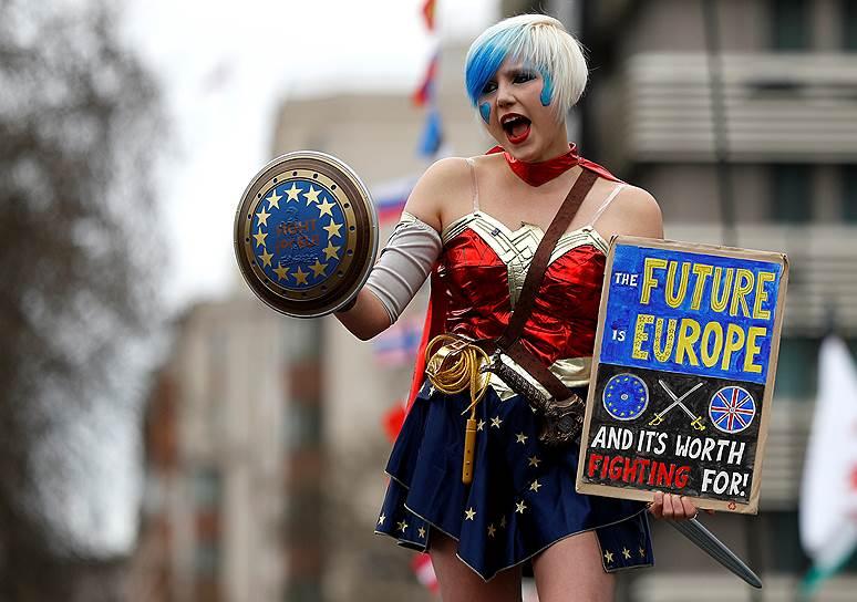 Активистка выступает за повторный референдум о выходе Великобритании из ЕС