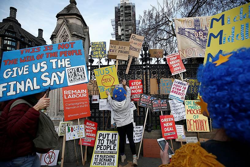 Сторонники ЕС призывают правительство дать британцам право голоса по окончательному соглашению о «Брексите»