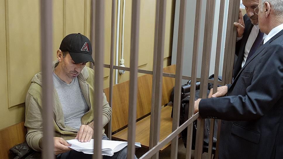 Михаил Абызов в клетке