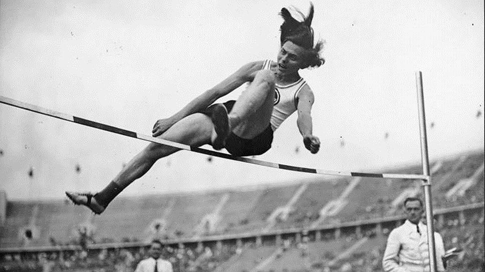 Немецкая легкоатлетка Дора Ратьен
