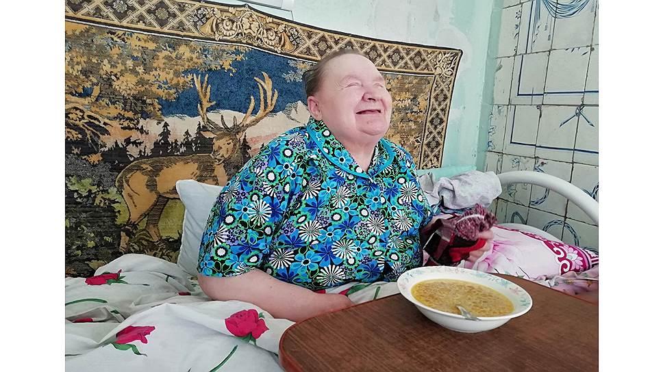 Нина Рябинина живет в доме сестринского ухода 11 лет и считает его своим домом.