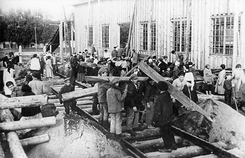 Комсомольский субботник по восстановлению железной дороги, 1920 год