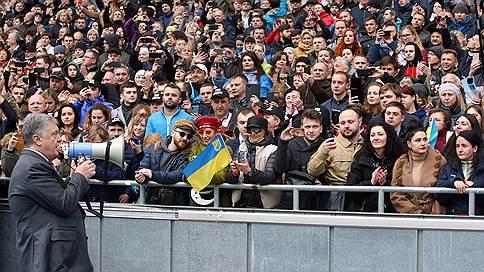 Имя им стадион // Владимир Зеленский ведет себя по-президентски, а Петр Порошенко по-порошенски