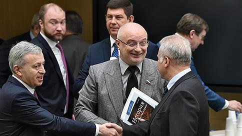 Сенаторы и Роскомнадзор защитили интернет от «самых изощренных атак»  / Совет федерации одобрил закон о «суверенном рунете»