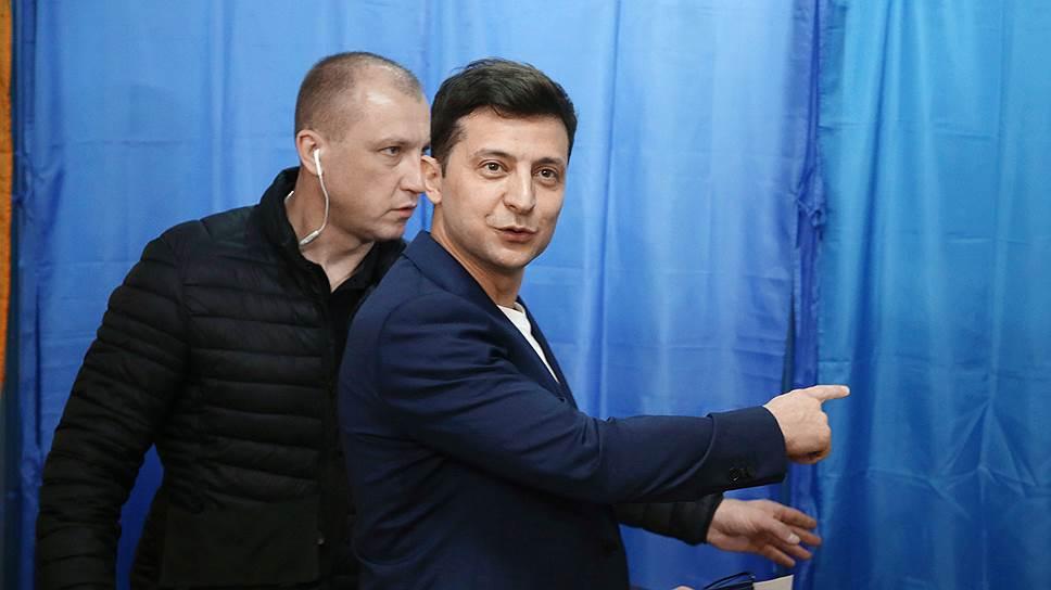 Победитель президентских выборов на Украине Владимир Зеленский (на переднем плане)