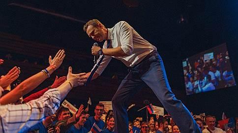 Кандидаты Алексея Навального вышли на сцену  / Оппозиционеры встретились с избирателями и волонтерами