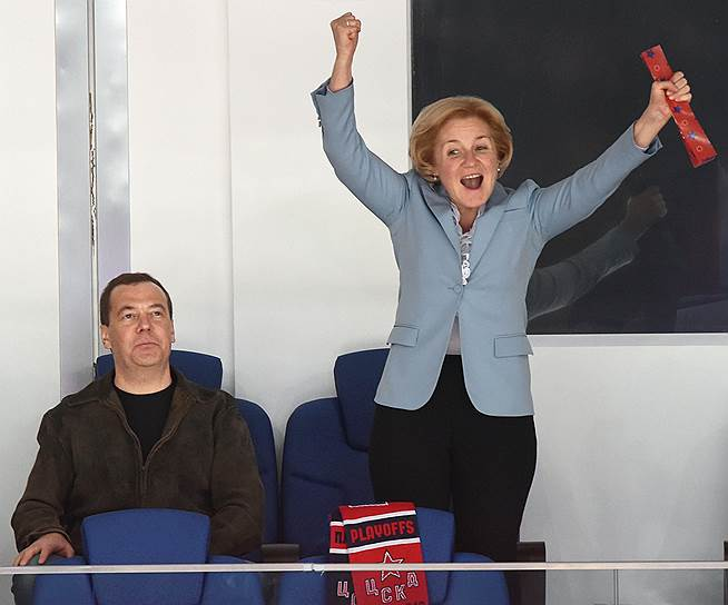 9 апреля, Москва. Премьер-министр РФ Дмитрий Медведев и вице-премьер Ольга Голодец во время матча между хоккейными командами ЦСКА (Москва) и СКА (Санкт-Петербург)