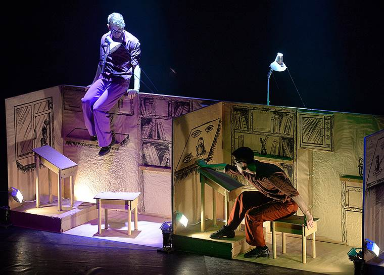 14 апреля, Москва. Спектакль Театра современного танца «Картон» на сцене Центра имени Всеволода Мейерхольда