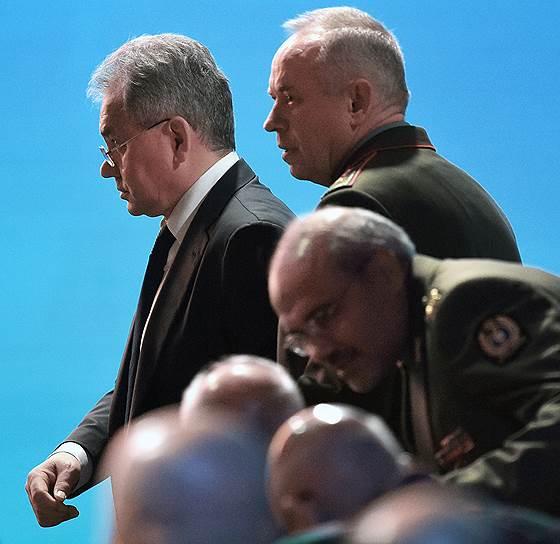 24 апреля. Министр обороны России Сергей Шойгу (слева) на VIII Московской конференции по международной безопасности