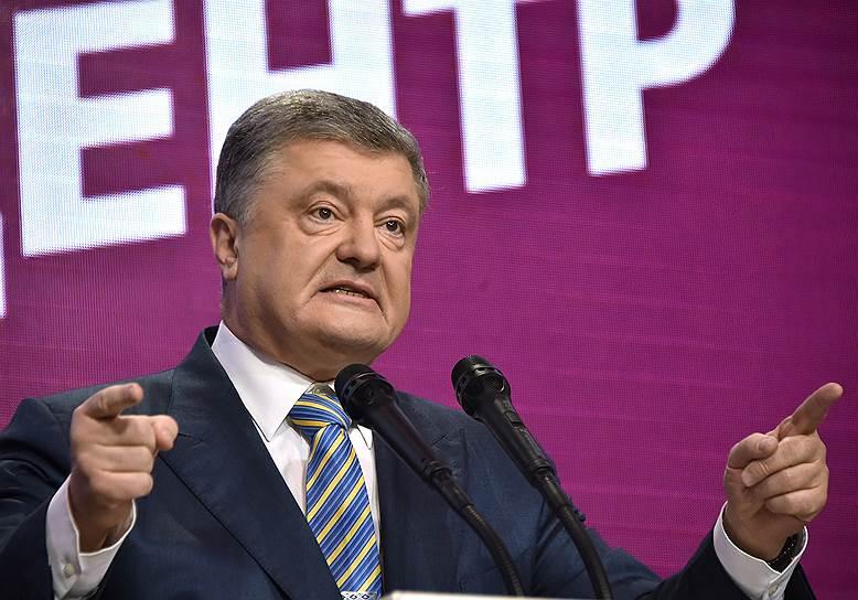 21 апреля, Украина. На тот момент кандидат в президенты страны, действующий глава государства Петр Порошенко в своем штабе после окончания голосования во втором туре президентских выборов