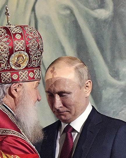 28 апреля, Москва. Патриарх Московский и Всея Руси Кирилл и президент России Владимир Путин во время праздничного пасхального богослужения