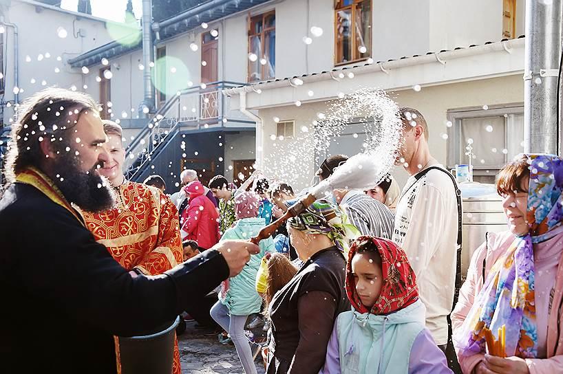 28 апреля, Алушта, Крым, Россия. Чин освящения в канун Пасхи
