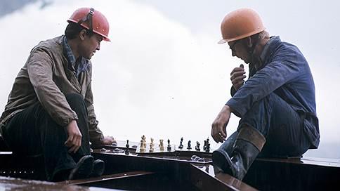 «У отдельных работников зарплата достигла 50–90 окладов»  / Как гигантские инвестиции подрывали плановую экономику