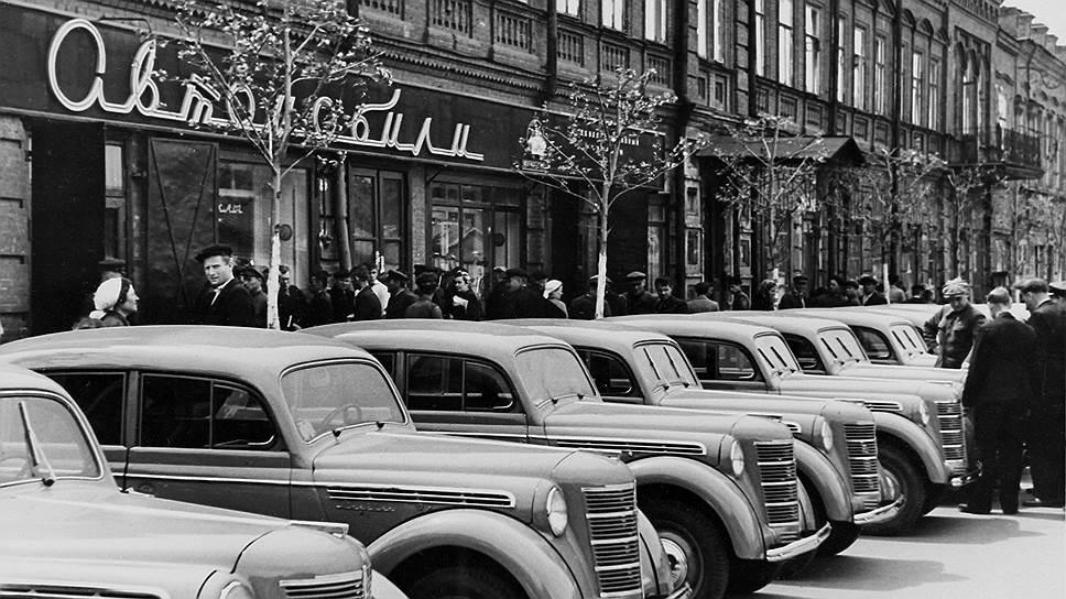 Невероятно низкий расход топлива, официально приобретенного владельцами частных машин, привел в изумление все государственные органы