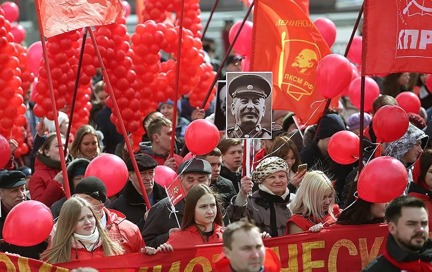Шествие завершилось на площади 1905 года, где прошел праздничный митинг