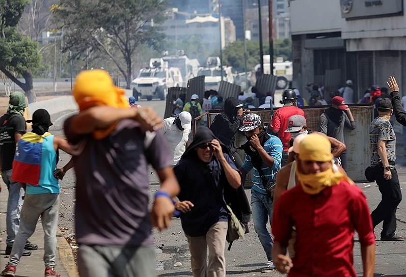 Напомним, 23 января глава парламента Венесуэлы Хуан Гуайдо провозгласил себя исполняющим обязанности президента страны. США, Британия, Канада и целый ряд стран Латинской Америки признали господина Гуайдо временным президентом. Россия, Китай, Турция, Мексика, Боливия поддержали Николаса Мадуро