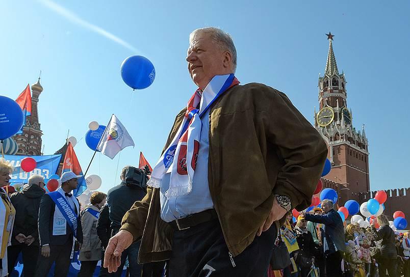 Председатель Федерации независимых профсоюзов Михаил Шмаков во время шествия
