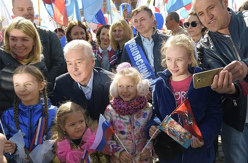 Мэр Москвы Сергей Собянин возглавил демонстрацию на Красной площади