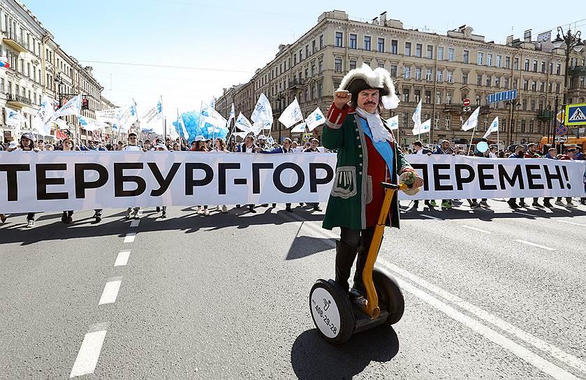 На согласованном первомайском шествии в Санкт-Петербурге задержали более 60 человек. Полиция приступила к задержаниям после того, как в толпе начали выкрикивать лозунги против Владимира Путина и Александра Беглова. По подсчетам «ОВД-Инфо», по всей стране задержаны 124 человека