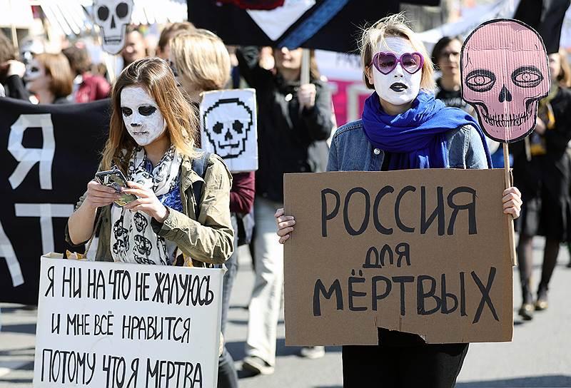 Много плакатов было посвящено темам веганства и феминизма: «Ваше будущее — веганский мир», «Веганство это не диета, это уважение чужой жизни», «Чужое тело не товар», «Девочка в полосатой пижаме»