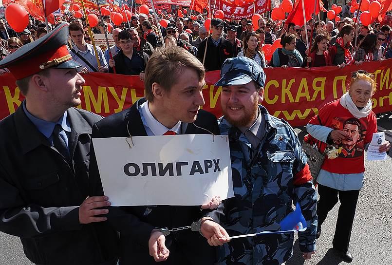 Задержание участника первомайской демонстрации в Санкт-Петербурге