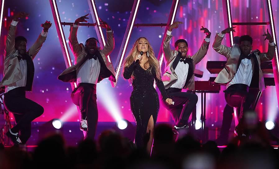 В номинации «Икона» победила певица Мэрайя Кэри. Она исполнила попурри из своих хитов, которые певица, кстати, написала сама