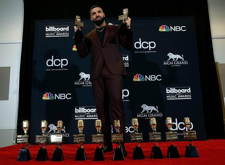 Рэпер Дрейк установил абсолютный рекорд за всю историю существования Billboard Music Awards. Он получил 12 наград из 18, включая «Лучший исполнитель года», «Лучший певец», «Артист топ-100», «Самые продаваемые», «Лучший радийный исполнитель», «Лучший рэп-исполнитель» и «Лучший исполнитель в стиле рэп», «Лучший рэп-альбом». Всего теперь у Дрейка 27 наград BBMA