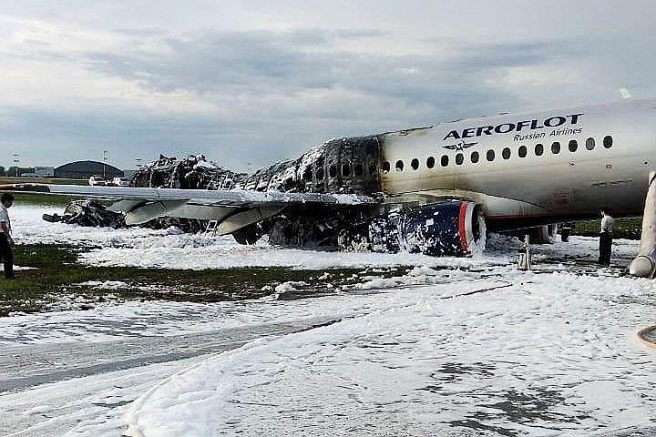 В «Аэрофлоте» сообщили, что причиной пожара стало возгорание двигателей после посадки воздушного судна в Шереметьево. Компания отмечала, что самолет вынужденно вернулся в аэропорт назначения «по технической причине»