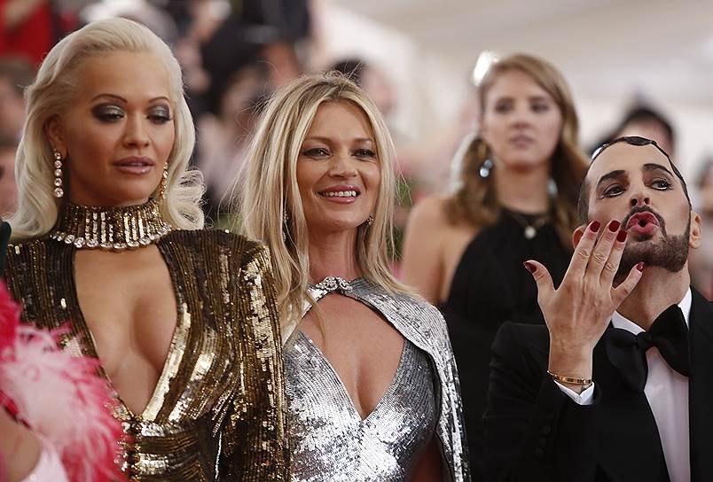 Слева направо: певица и актриса Рита Ора, модель Кейт Мосс и модельер Марк Джейкобс
