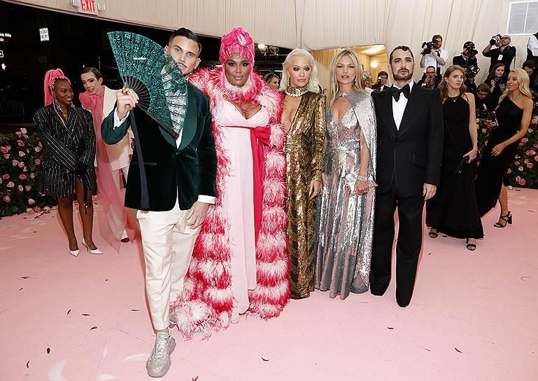 Слева направо: модель Чарли Дефранческо, певица Lizzo, певица и актриса Рита Ора, модель Кейт Мосс и модельер Марк Джейкобс