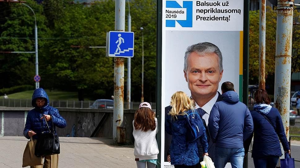 На билборде — независимый кандидат в президенты Литвы Гитинас Неуседа
