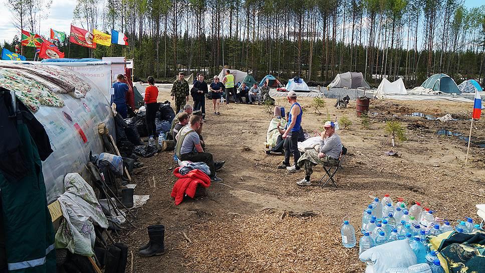 Лагерь жителей протестующих против строительства мусорного полигона у железнодорожной станции Шиес