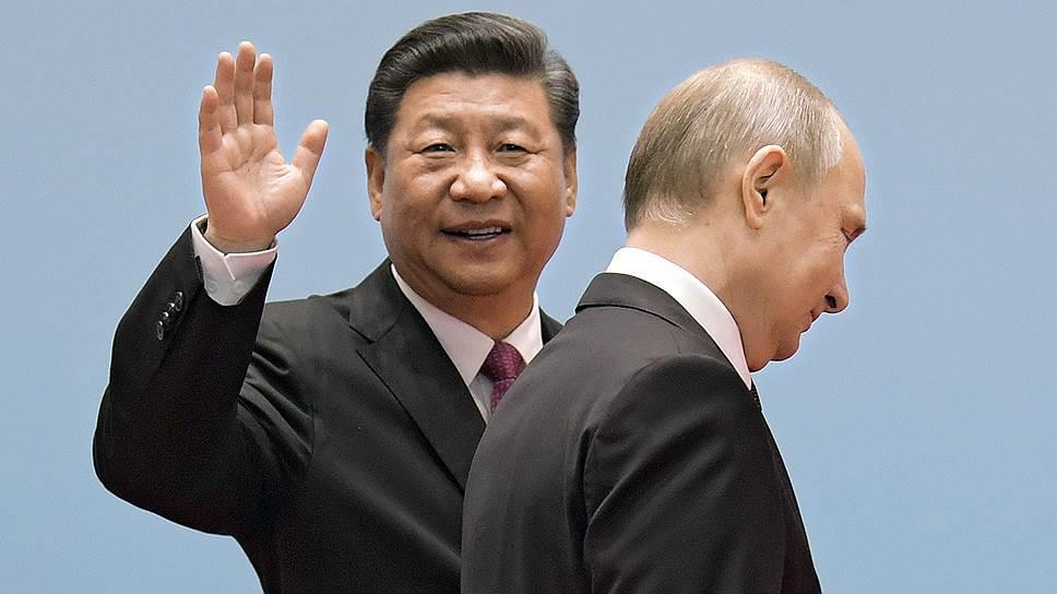Президент России Владимир Путин (справа) и председатель КНР Си Цзиньпин
