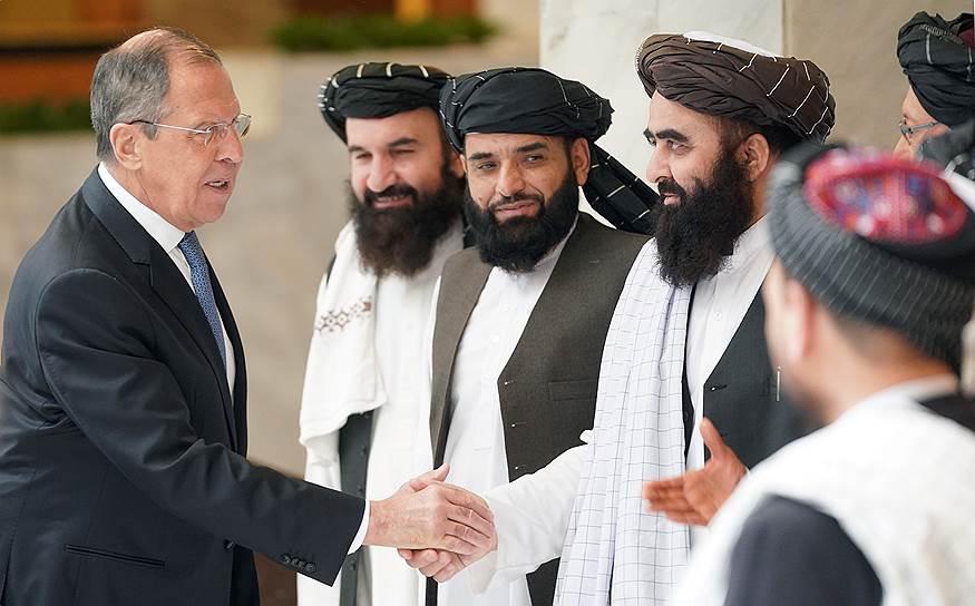 Министр иностранных дел России Сергей Лавров (слева)
