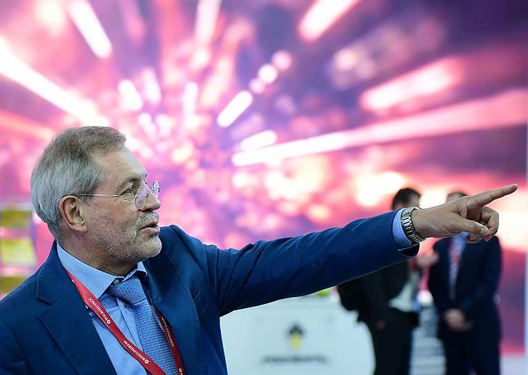Журналист, пресс-секретарь «Роснефти» Михаил Леонтьев во время работы форума