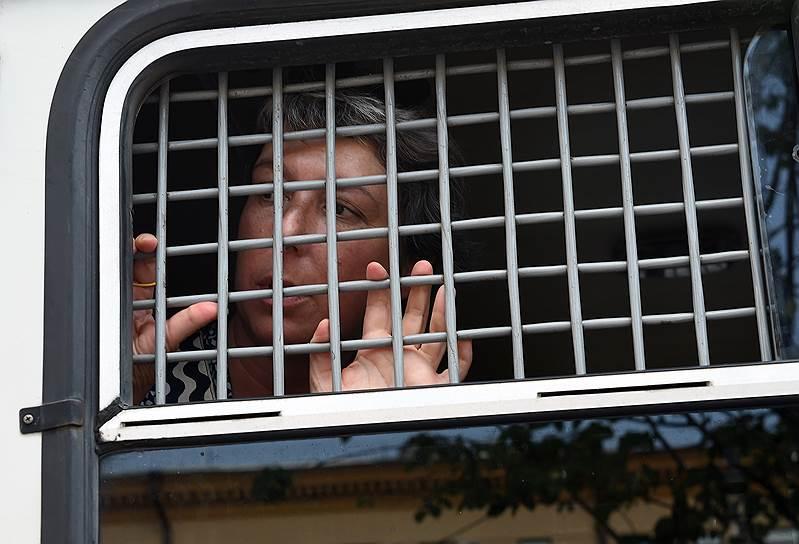 Журналист Анна Наринская, задержанная во время одиночного пикета у здания ГУ МВД России по городу Москве