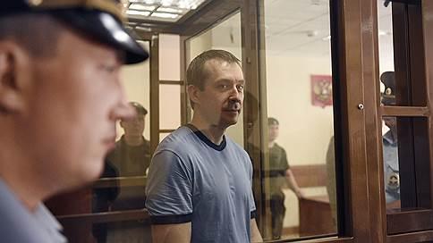 Дмитрий Захарченко больше не полковник  / Экс-сотрудник МВД получил 13 лет и штраф в 117 млн руб.