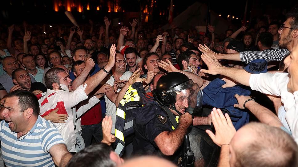 Как в Грузии начались многотысячные протесты