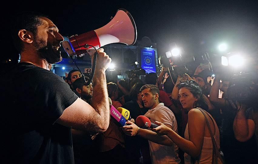 22 июня в Тбилиси напали на съемочную группу телеканала «Россия 24». Она брала интервью у владельцев туристического агентства, когда к ним подошли несколько молодых людей. Они начали выкрикивать националистические лозунги и попытались избить корреспондента и оператора канала