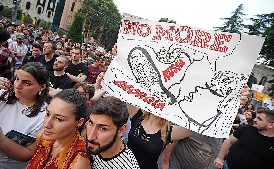 23 июня масштабный митинг в Тбилиси завершился шествием от парламента Грузии до здания правительства, расположенного в нескольких сотнях метров