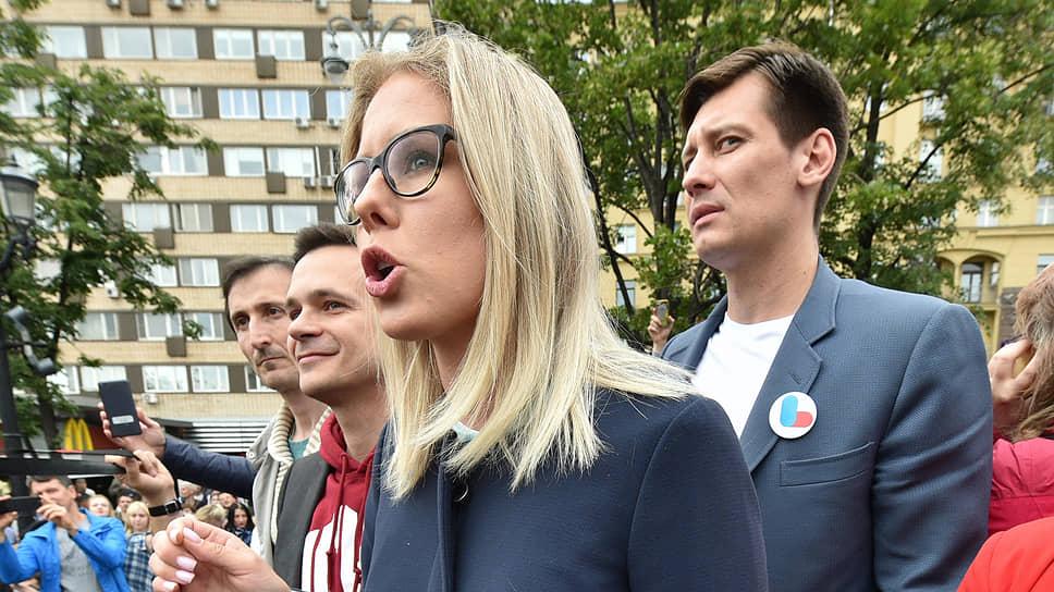 Слева направо: кандидаты в депутаты Сергей Цукасов, Илья Яшин, Любовь Соболь и Дмитрий Гудков