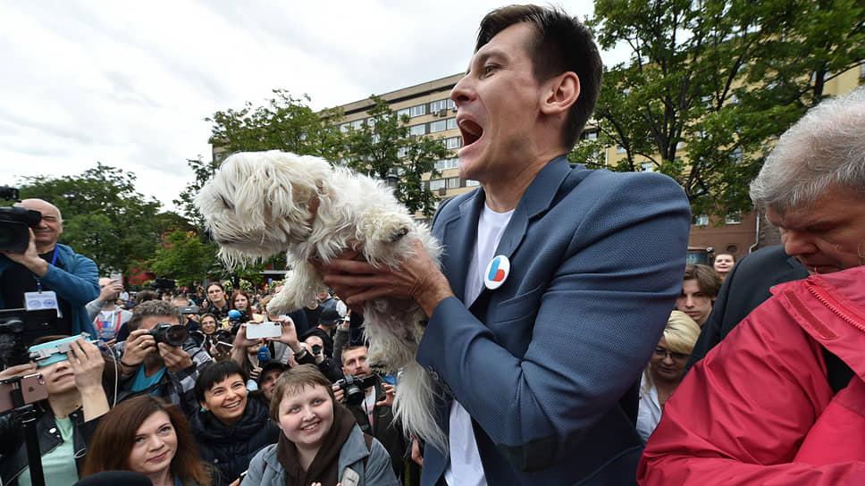Председатель Партии перемен Дмитрий Гудков предположил, что на решение о регистрации кандидатов в Мосгордуму может влиять сбор не только подписей, но и сторонников