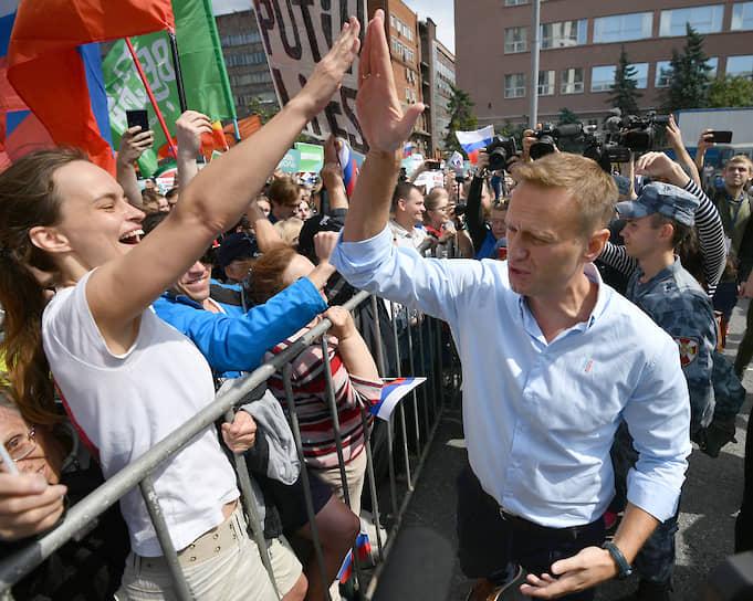 На митинге выступил оппозиционер Алексей Навальный. Он потребовал от властей допустить кандидатов до выборов, а если этого не произойдет — предложил протестующим через неделю провести акцию протеста у столичной мэрии