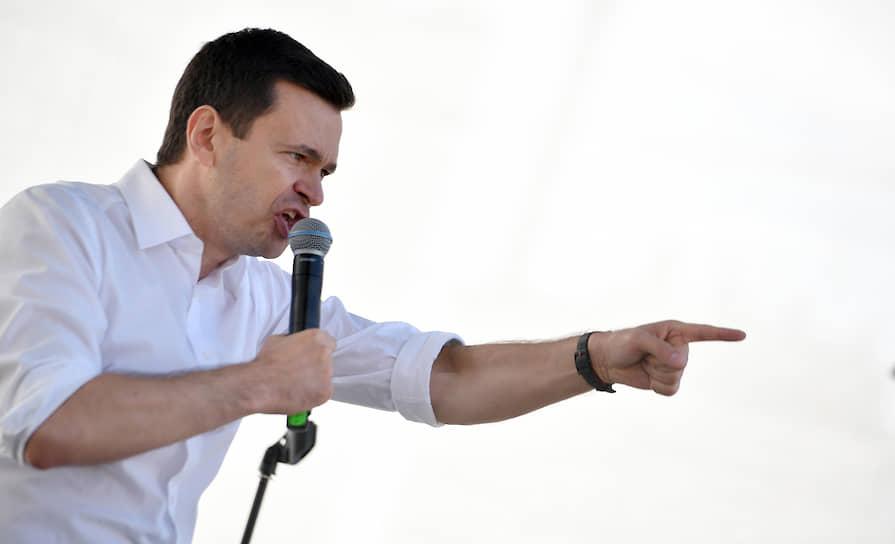 Илья Яшин во время выступления на митинге